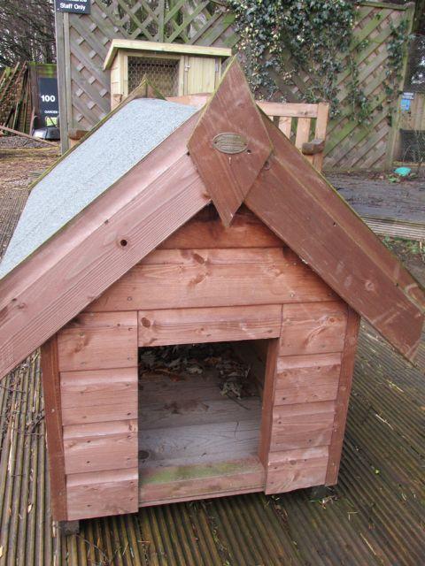 Edinburgh Decking Bespoke Garden Decking: Pethouses, Field Shelters & Stables In The Scottish